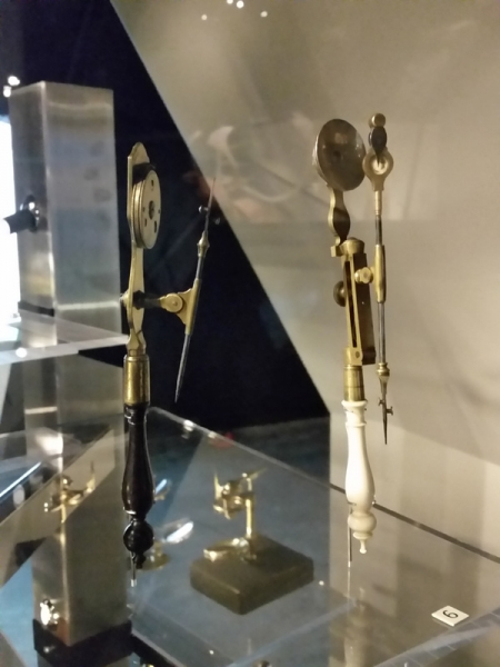 Détail Vitrine Microscopes