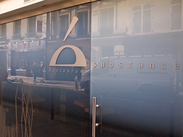 Façade du restaurant Agape Substance rue Mazarine, 2011